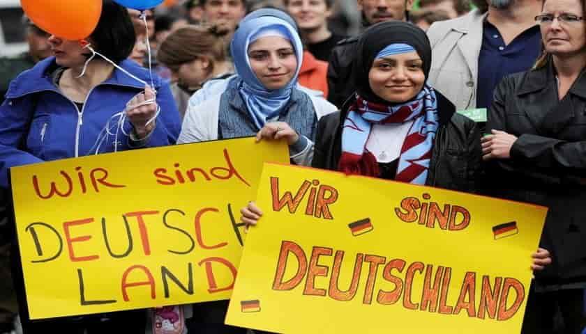 Статистика: мигранты в Германии стали больше работать