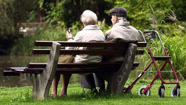 Как получать страховую пенсию: всю сумму сразу или каждый месяц?
