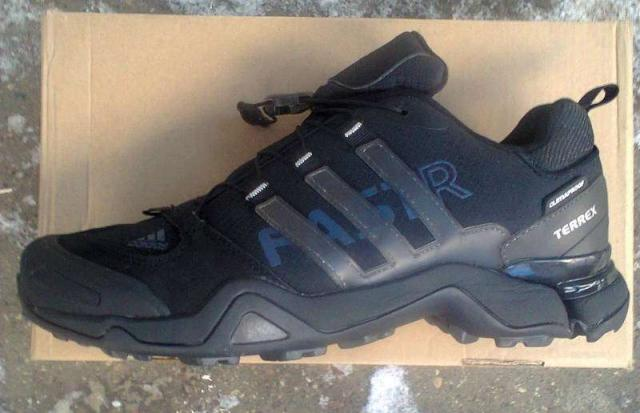 Продам новые кроссовки Adidas