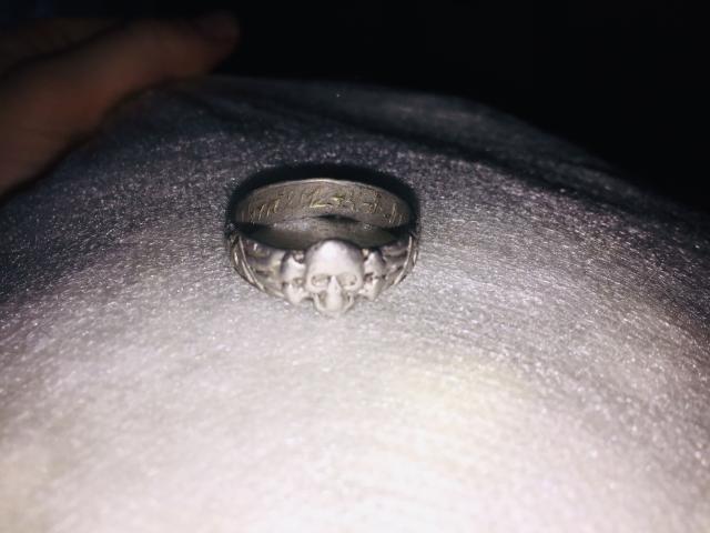 Кольцо мертвая голова
