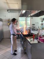 Повар, помощник повар, официант, ищу работу.