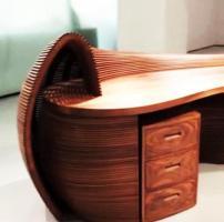 Der tisch ist büro, schrank -
