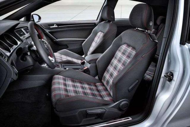 Продам передние спортивные кресла от wv golf 6 GTI