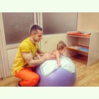 детским массажистом для грудничков