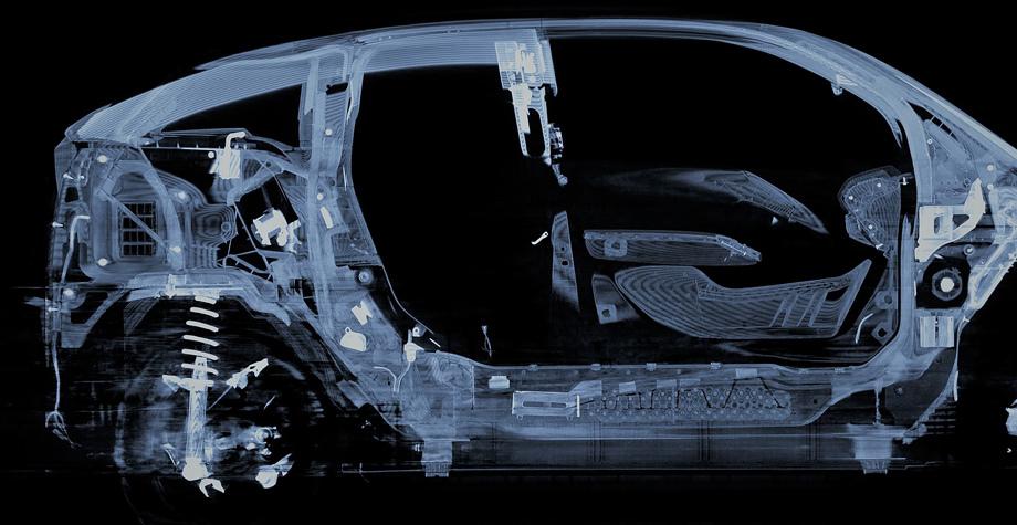 На дисплеях при желании можно увеличить снимки, разглядывая чередующиеся слои материалов микронной толщины.